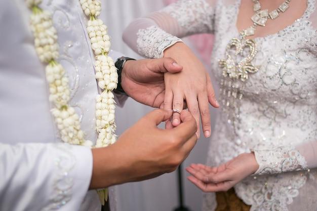 ジャワの結婚式でパサンシンシン
