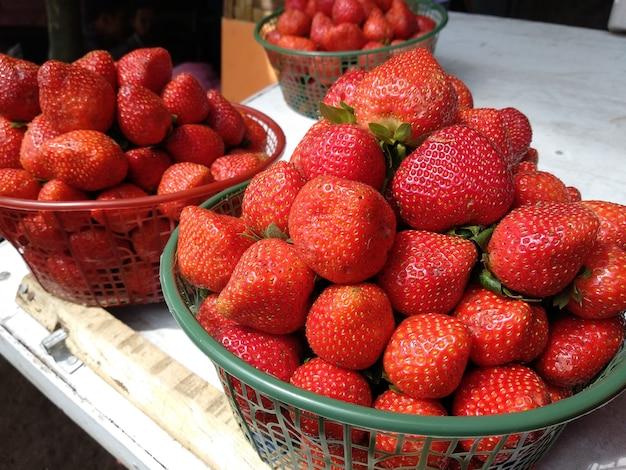 赤の新鮮なイチゴ