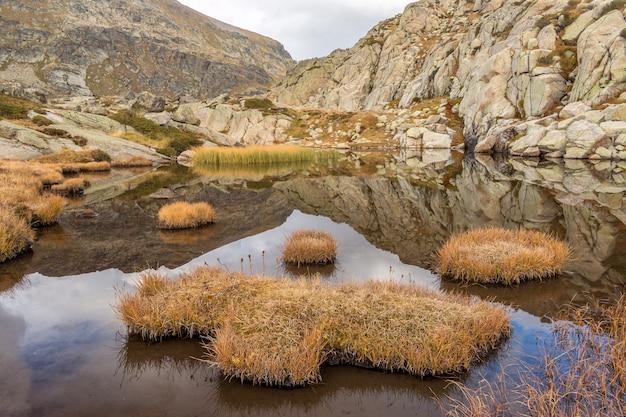 Красивая гора в пиренеях андорры