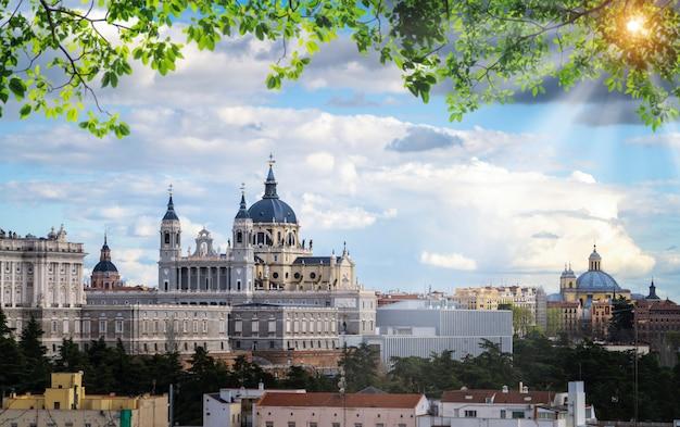 サンタマリアラレアルデラアルムデナ大聖堂