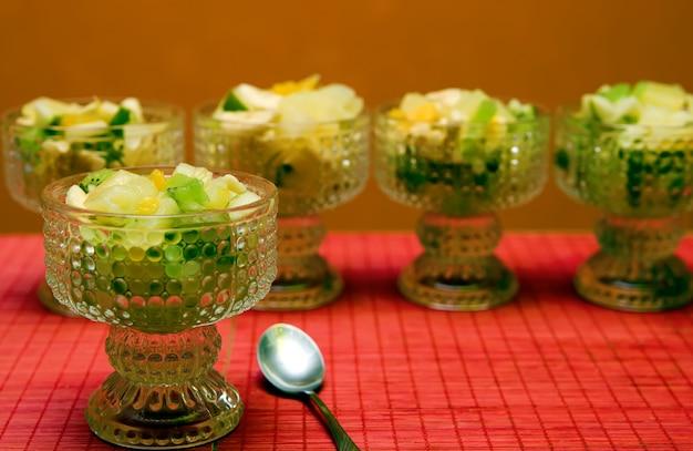 Полезный салат в очках