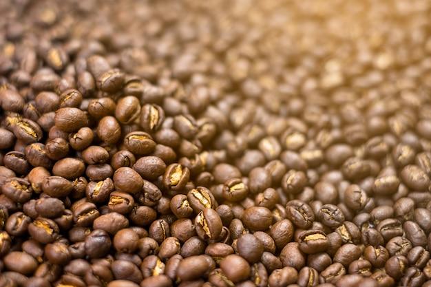 ピーベリーコーヒー豆。テクスチャと背景。