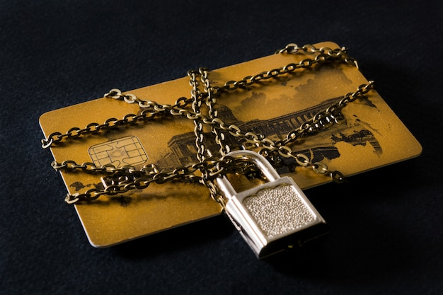 Кредитная карта с цепочкой