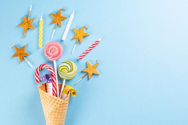 Вафельный рожок с конфетами