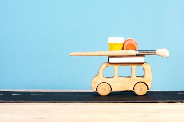 Школьные принадлежности счастливого детского автобуса