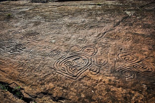 古代文明の岩絵。タイノインディアンによって中央アメリカの原住民によって作られました。古代の文字、記号、記号が含まれています。