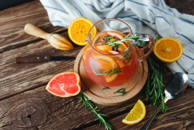 Лимонад с грейпфрутом и розмарином