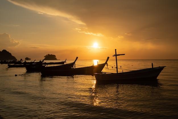 日没時のボート