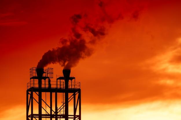 産業煙突のシルエット画像