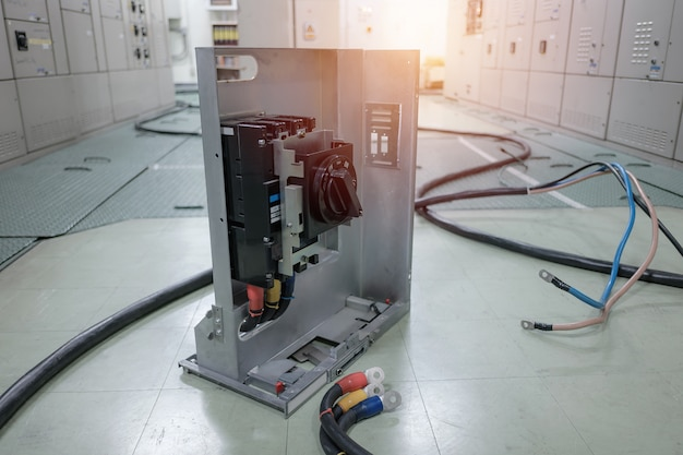 石油化学産業の電気変電所または石油と天然ガスの製油所と発電所、開閉装置またはワイヤー付きビーカー接続コンセプト