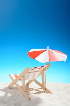 Шезлонг на пляже