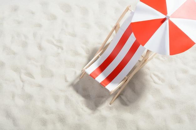 Солярий на пляже: вид сверху