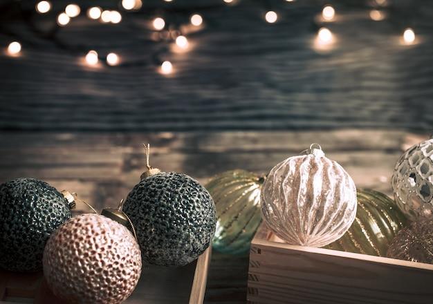 クリスマスボールとぼやけたライト