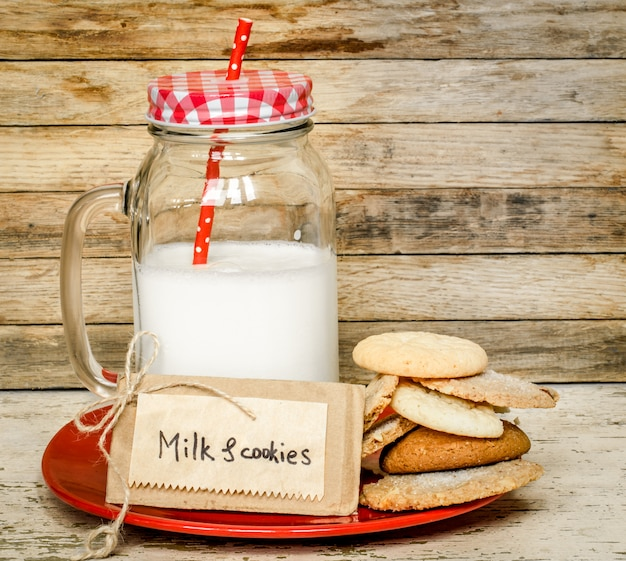 牛乳とクッキー