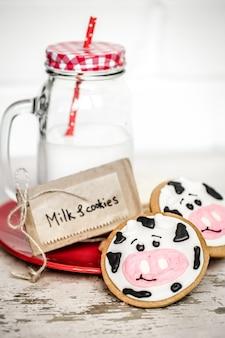 Молоко и детское печенье