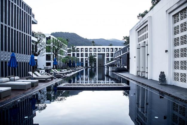 プール付きのホテル