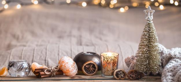 家の装飾が施されたお祝いのクリスマスの居心地の良い雰囲気