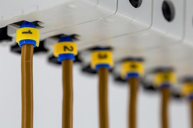 Электрические машины, выключатели, изолированные на белом
