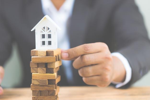 不動産住宅市場における投資リスクと不確実性。プロパティ投資。
