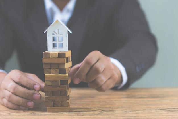 不動産住宅市場における投資リスクと不確実性。不動産投資