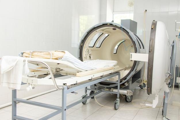 クリニック病院の圧力室。圧力下での身体への空気の浸透手順