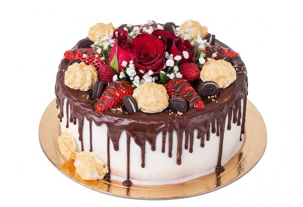 誕生日パーティーのためのおいしいチョコレートケーキ。マシュマロ付き。