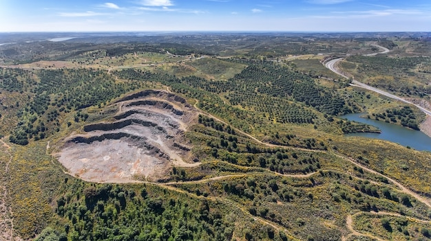 空中。採石場、貯水池オデレイトの近くの鉱山。ポルトガル