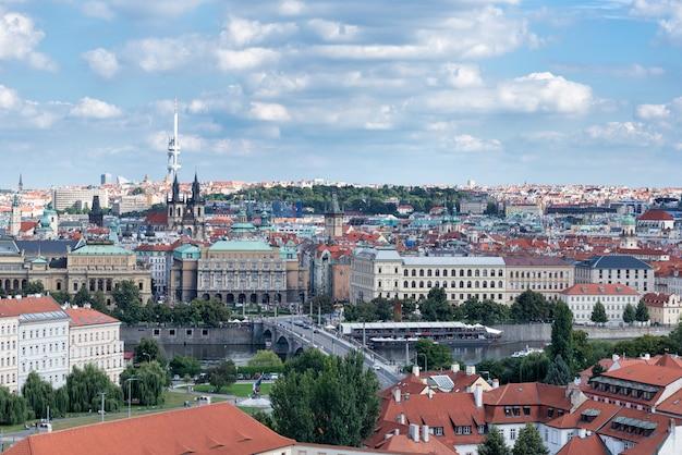 Вид с воздуха на город прага