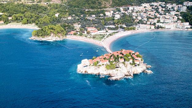 スヴェティステファン、モンテネグロの島のホテルからの眺め