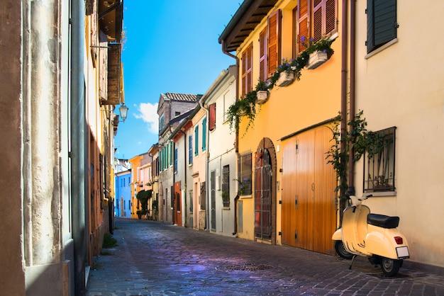 Рыбацкая улица разноцветных домов в римини италия