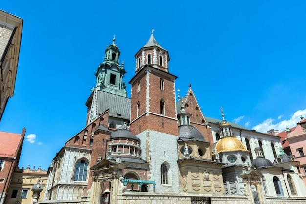 クラクフ、ポーランド。ヴァヴェル城の聖人スタニスラウスとヴァーツラフの大聖堂。