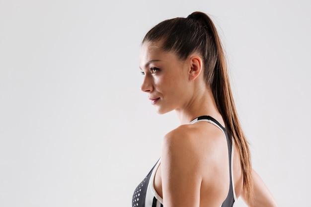Крупным планом портрет здоровой брюнетки спортсменка