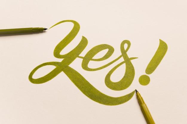 緑のマーカーで手書きの承認動機フレーズ