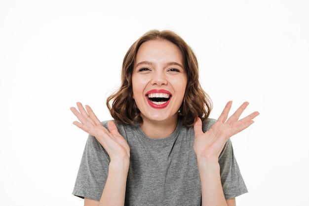 興奮して笑顔の女性の肖像画を閉じる