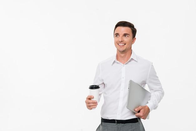 白いシャツで笑顔の若い男の肖像