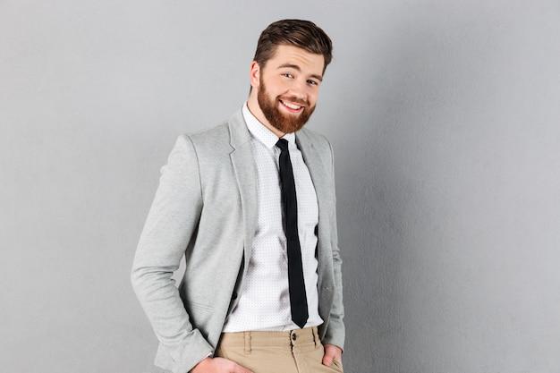 スーツに身を包んだハンサムな実業家の肖像画