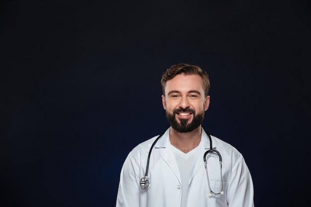 幸せな男性医師の肖像画