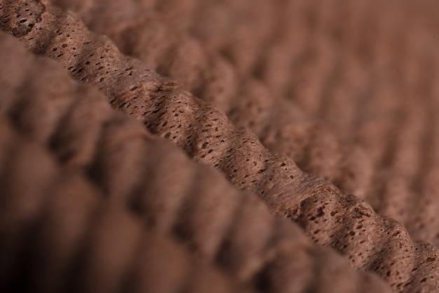 Крупный план хрустящих шоколадных рулетиков