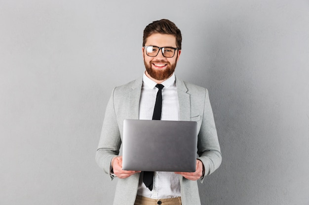 笑顔の実業家の肖像画を閉じる