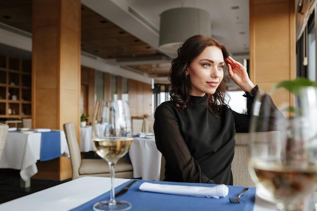 レストランの女性