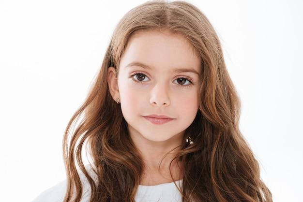 長い髪のかなりかわいい女の子のクローズアップ