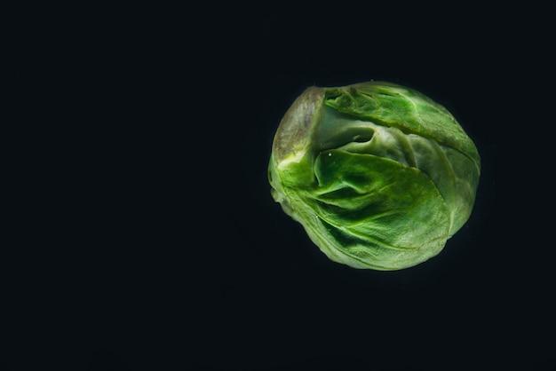 Свежие зеленые брюссельские капусты