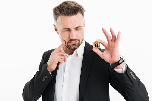 Портрет задумчивого зрелого бизнесмена