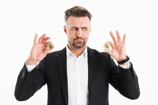 Портрет смущенного зрелого бизнесмена