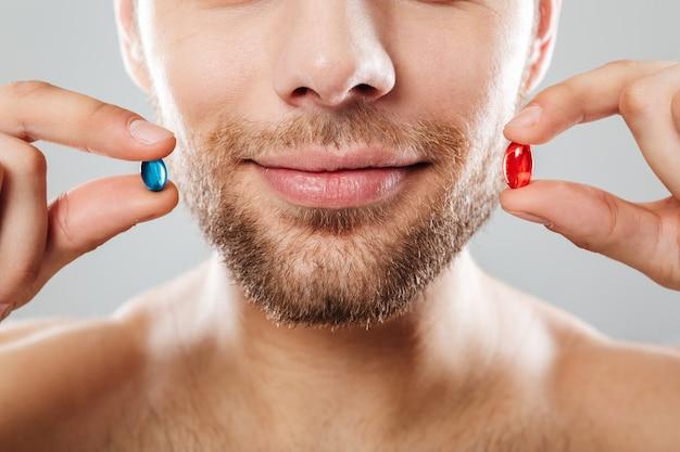Крупным планом портрет бородатого мужчины