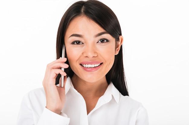 笑顔のアジア女性実業家の肖像画を閉じる