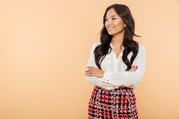 Портрет улыбающейся азиатской женщины