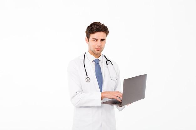 ハンサムな若い男性医師の肖像画