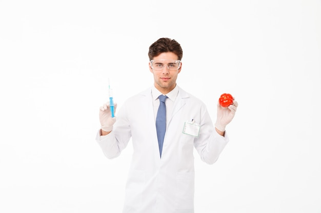 自信を持って若い男性医師の肖像画を閉じる