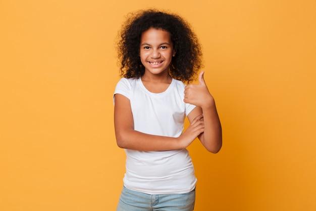 幸せな小さなアフリカの女の子の肖像画